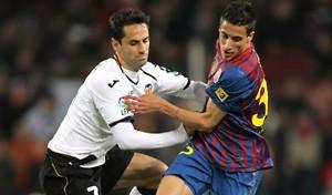 fussball-zweikampf-valencia-barcelona