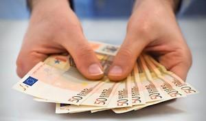 geldscheine-in-der-hand
