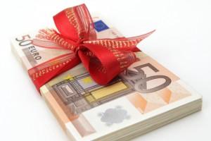 50-euro-bonus-geld-cash-money-scheine-geschenk-schleife-gewinn