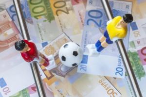 fussball-kicker-geld-euro-cash-spielfiguren-wetten