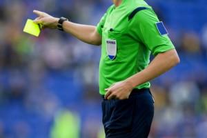 fussball-schiedsrichter-gelbe-karte