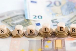geld-cash-euro-steuer-wuerfel-gesetz-justiz-finanzen-finanzamt